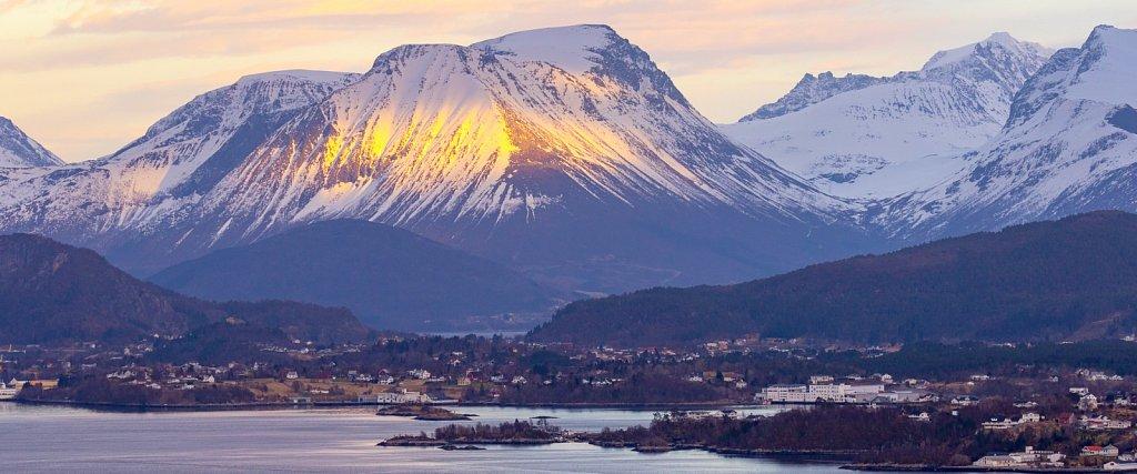 Bei Ålesund ∙ Near Ålesund